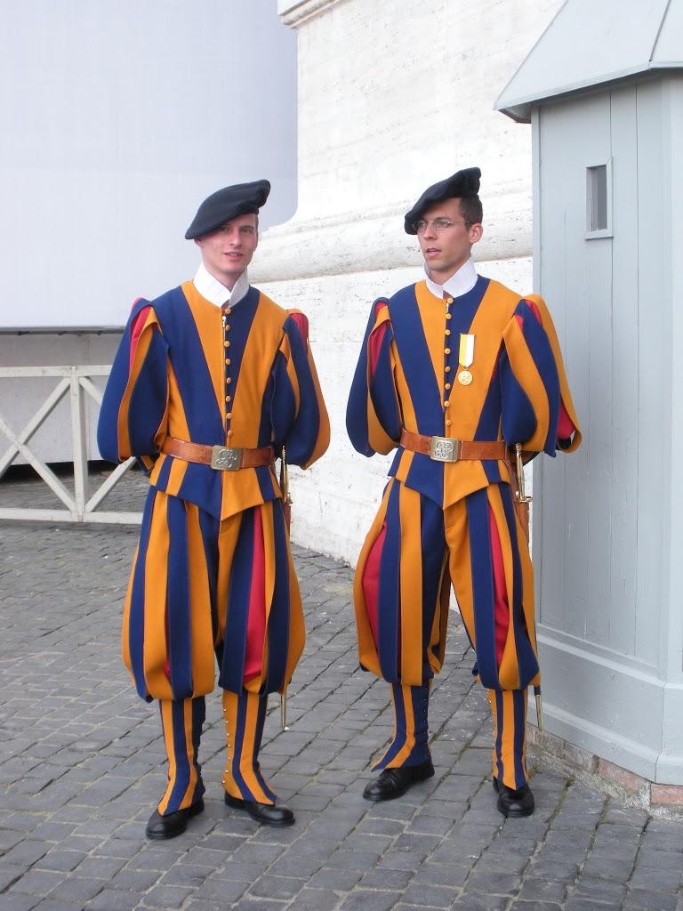 Vatican City - St. Peter's Basilica - Swiss Guards
