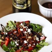 Strawberry-Walnut-Goat-Cheese-salad-with-Pompeian-Balsamic-Vinegar-#recipe-#easyrecipe