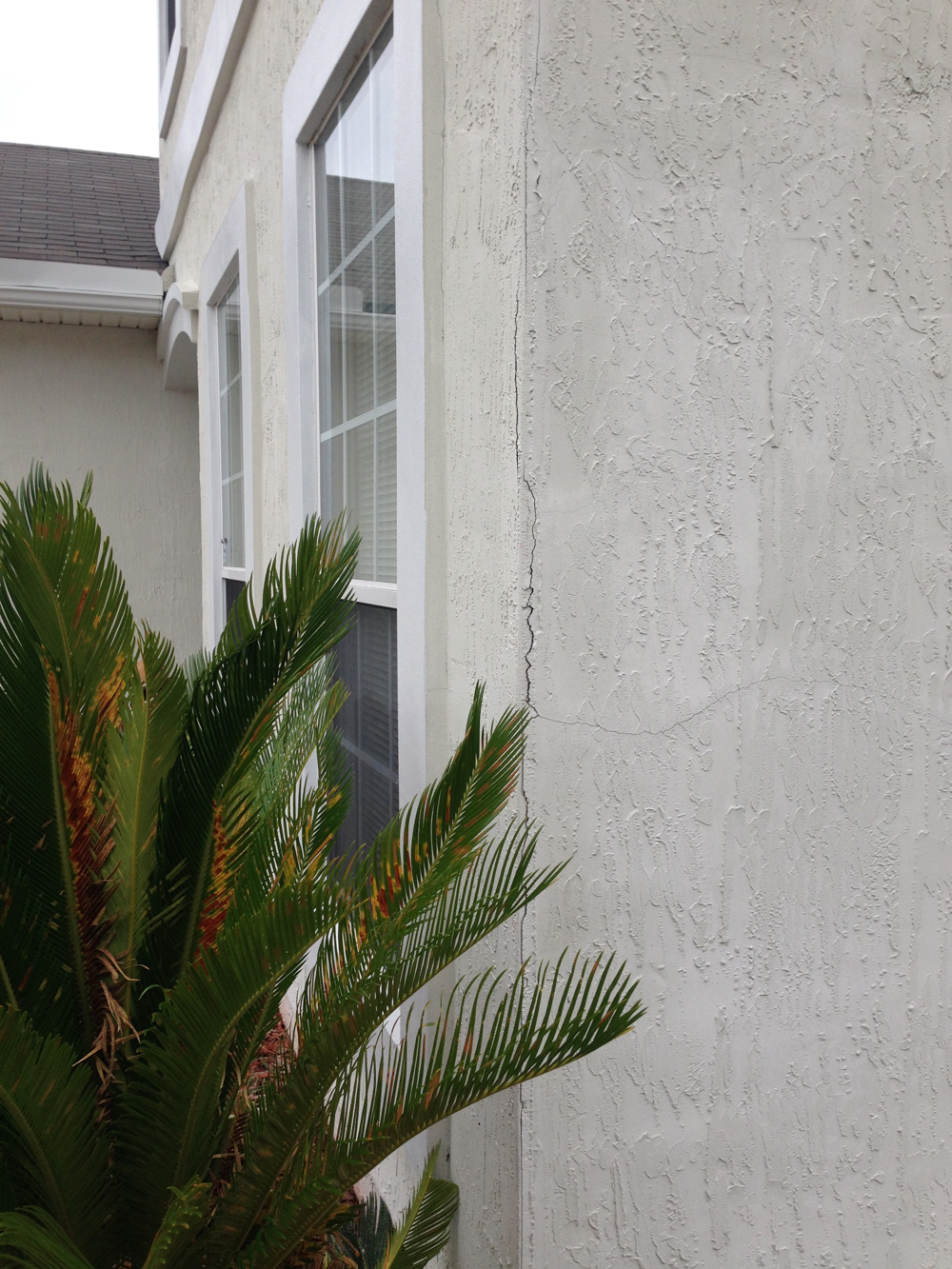 crack in stucco