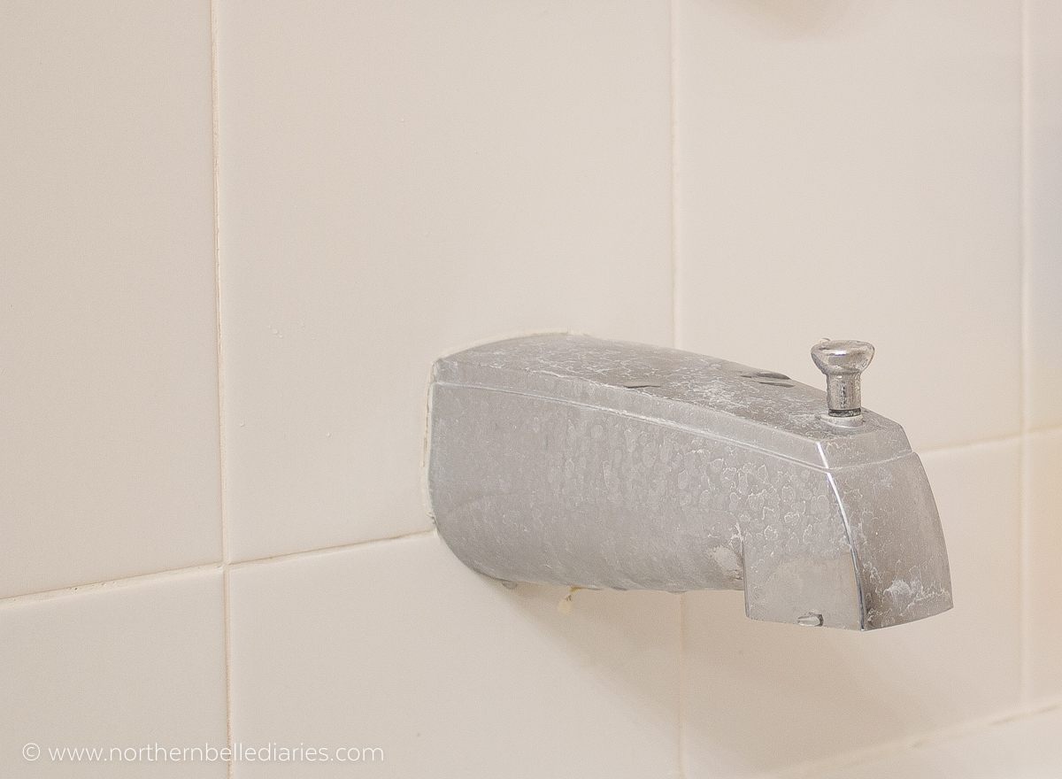 Water stains on walls in bathroom - How To Remove Hard Water Stains On Chrome