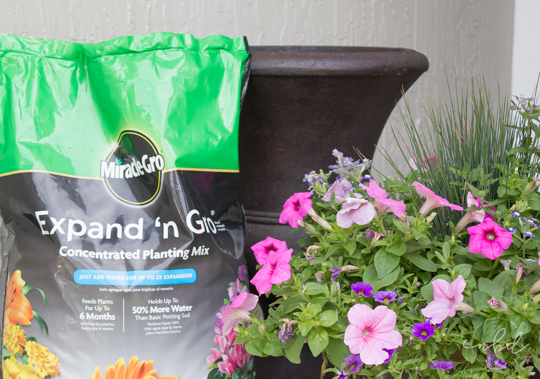 Expand N Gro holds up to 50% more water so your plants stay hydrated and it feeds them for up to six months, producing up to 3x bigger plants.