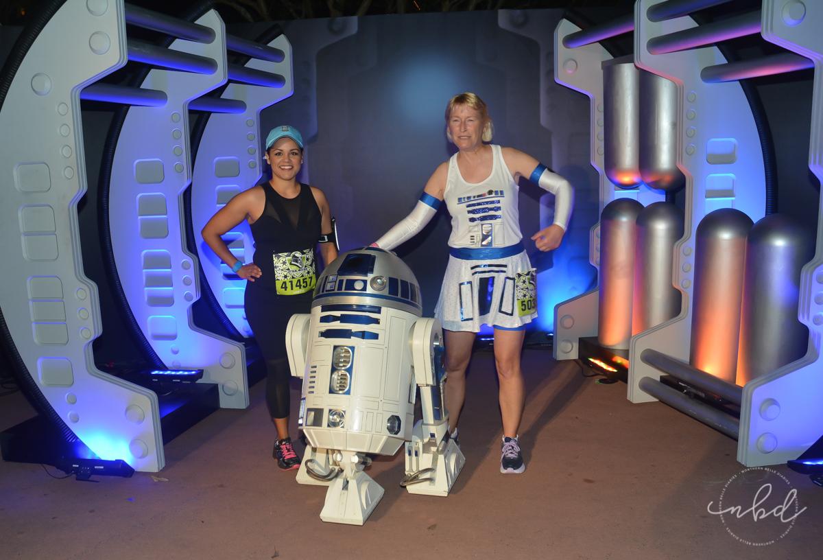 R2D2 at Disney Star Wars Half Marathon The Dark Side 5k