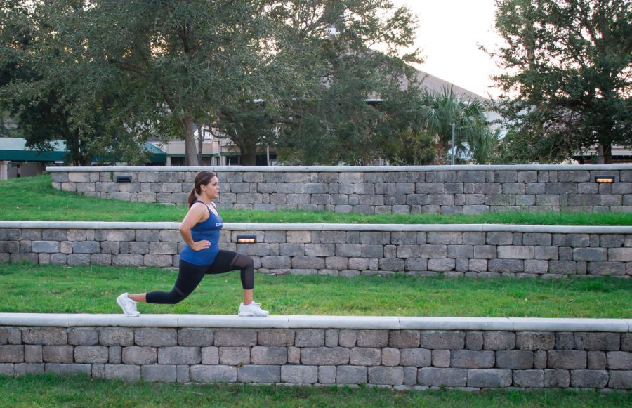 BodyBoss Fitness Guide Review | walking lunge