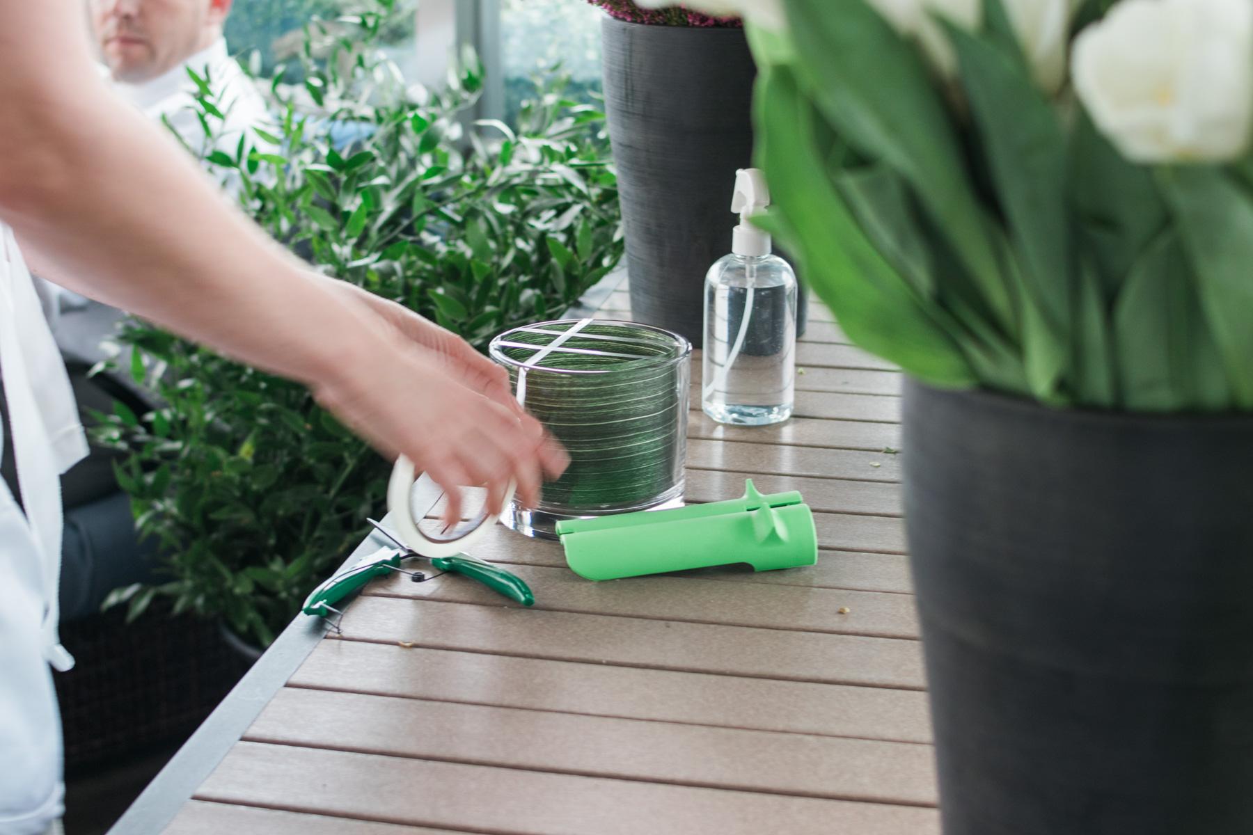 preparing vase during Alice's Table workshop in Jacksonville, Florida