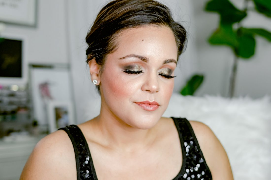 Glam & Gold Smoky Eye for New Year's Eve | Looking for a sparkly gold look for new years? This look will give you so many compliments! This is a warm gold makeup look for tan and brown skin and fair skin- La La Lisette #nyemakeup #beauty #cleanbeauty #beautycounter